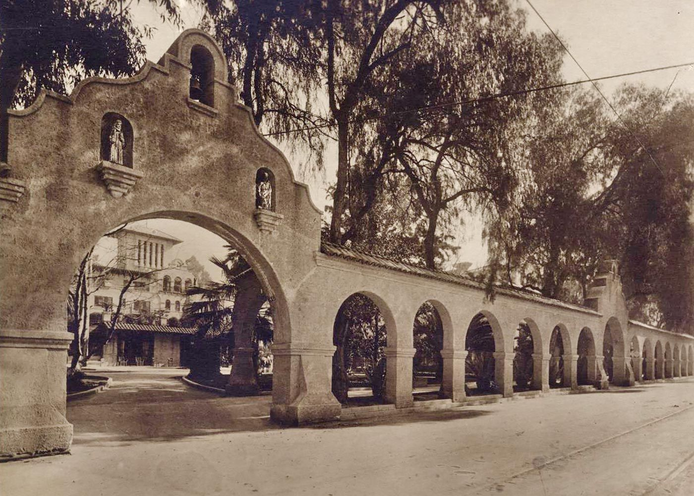 Vintage photo of the Mission Inn's arches in the 1920s